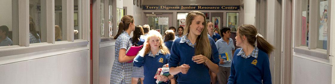 hallway_students